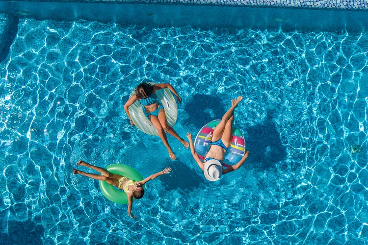 Tips for buying holiday home pool